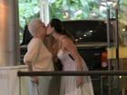 Christiane Torloni dá selinho na mãe