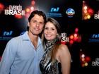 Ex-BBB João Maurício vai com a namorada a festa em Goiânia