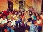Sandro Pedroso posta foto do elenco de 'Fina Estampa' em festinha