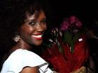 Presentão: Isabel Fillardis leva flores de R$ 80 para Wolf Maya