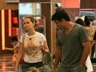 Fernanda Rodrigues passeia com filha e marido em shopping no Rio