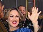 Claudia Leitte comanda trio elétrico em São Paulo e lança nova música