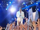 Roberto Carlos homenageia Chico Anysio em show