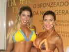 Irmãs Minerato mostram marquinha artificial em feira de cosméticos