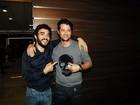 Marcelo Serrado e Caio Blat prestigiam pré-estreia de filme