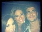 Caio Castro curte boate com Giovanna Lancellotti e Mayra Cardi