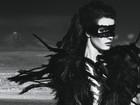 Influência do namorado? Isabeli Fontana usa rastafári em campanha