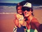Alessandra Ambrósio posta foto na praia com a filha, Anja