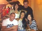 Ex-BBBs Kelly e Jakeline curtem jantar com amigos no Rio
