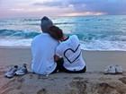 Jennifer Lopez e namorado curtem momento romântico na praia
