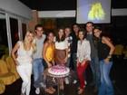 Jéssika Alves comemora aniversário ao lado de amigos famosos