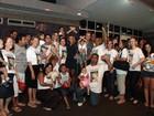 Ex-BBB Fabiana recebe o carinho de fãs ao chegar em Ribeirão Preto