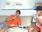Vídeo: Neymar e Ganso desafinam em videokê