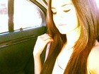 Selena Gomez muda o visual e alonga os cabelos