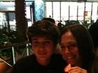 De férias nos EUA, Susana Vieira devora sobremesa com o neto