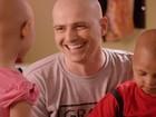 Reynaldo Gianechinni grava comercial com crianças com câncer