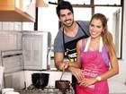 Adriana e Rodrigão se divertem fazendo receita para Páscoa