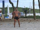 Romário joga futevôlei na praia da Barra da Tijuca, no Rio
