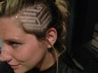 Ke$ha muda o visual e faz desenho geométrico na cabeça