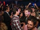 Solteiros no Rio de Janeiro! Fael  e Jonas dançam cercados por mulheres