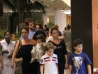 Giovanna Antonelli passeia no shopping com a famlia