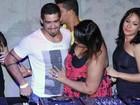 Ex-BBBs vão a festa no Rio e Analice 'tira casquinha' de Yuri