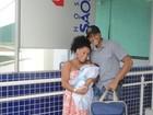 Ex-BBB Janaína deixa hospital após dar à luz