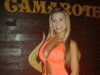 Dançarina de Latino usa vestido ousado para divulgar ensaio nu