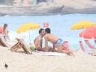Marc Jacobs curte praia e beija namorado em Ipanema