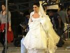 Vestida de noiva, Giovanna Antonelli grava 'Aquele Beijo'