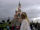 Susana Werner vai à Disney e pega chuva