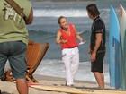 Grávida no batente! Angélica grava 'Estrelas' na praia