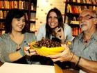 Malu Mader e Debora Bloch prestigiam lançamento de livro