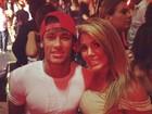 Neymar tieta a ex-BBB Fabiana durante show de Alexandre Pires