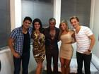 Após show, Alexandre Pires recebe a ex-BBB Fabiana no camarim
