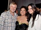 Bruna Marquezine evita fotos durante festa em boate por ser 'de menor'