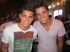 Em família! Os irmãos Rodrigo Simas e Bruno Gissoni vão juntos a micareta