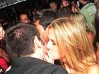 Ex-BBB Cristiano beija muito na festa de aniversário de Mau Mau