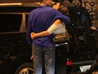 Ricardo Pereira troca carinhos com a mulher no Rio