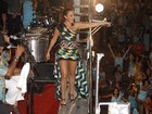 Em micareta no Rio, Ivete Sangalo mostra as pernas em minivestido
