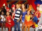 Zeca Pagodinho vai à festa de um ano do filho de Dudu Nobre