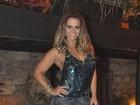 Vivi Araújo vai à festa sozinha mas sossega o marido: 'Boate gay, né?'