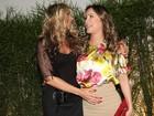 Adriane Galisteu paparica a grávida Claudia Leitte