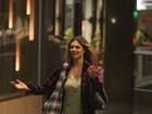 Fernanda Lima ousa no figurino para ir ao cinema com o marido