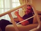 Preta Gil posta foto do marido e diz que opera joelho nesta segunda, 16