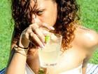 Veja fotos das férias de Rihanna