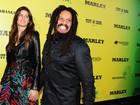 Isabeli Fontana vai com o noivo a première de filme sobre Bob Marley