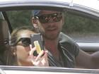 Após acidente, Miley Cyrus ganha carona do namorado para ir para casa