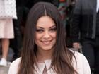 Mila Kunis diz a revista que seu primeiro beijo foi em Ashton Kutcher