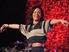 Rihanna canta em evento beneficente em Los Angeles